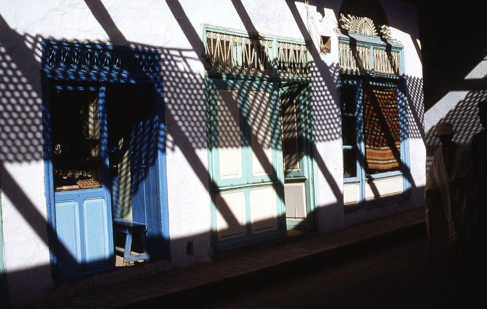 Tunisia | Nabeul | Shadows in the street | photo sandrine cohen