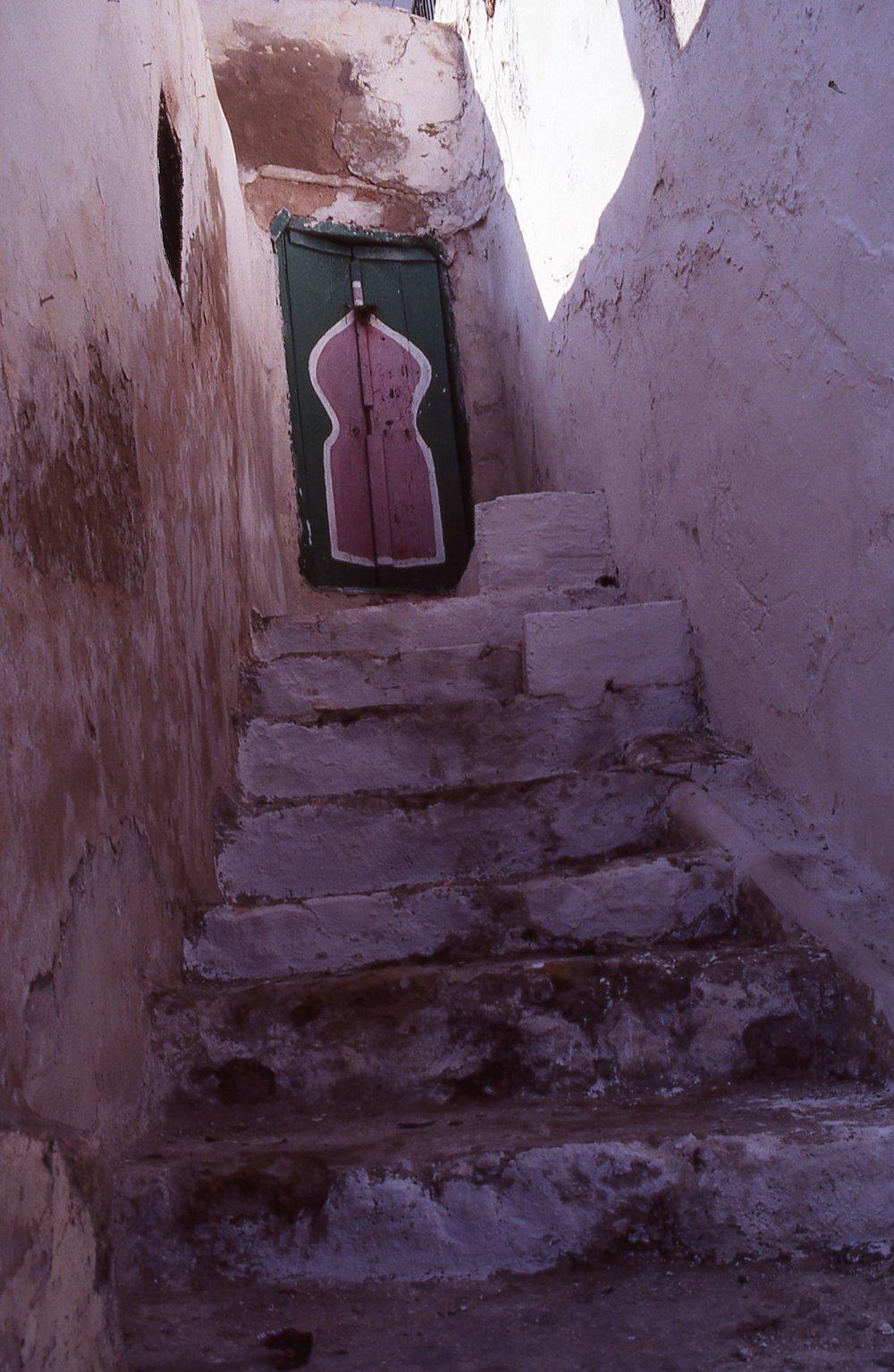 Tunisia | Sidi Bou Said | Tunisian door and stairs | photo sandrine cohen