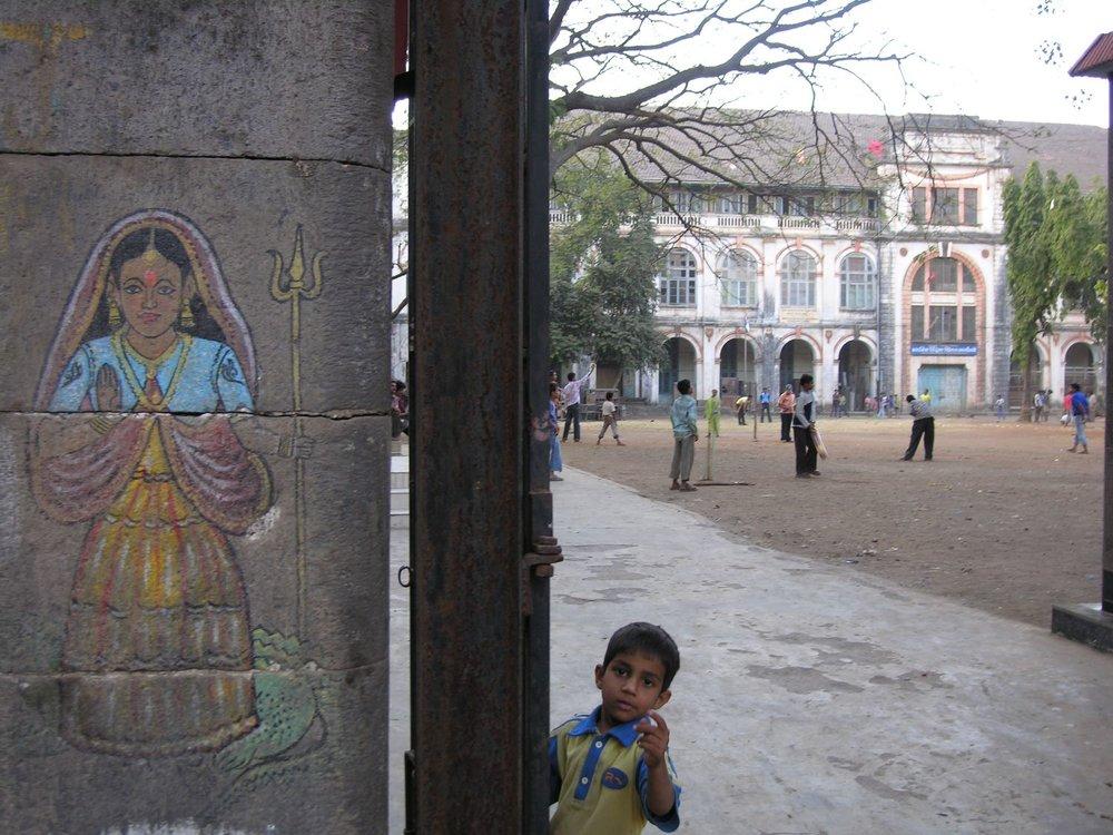 Mumbai - Bombay | Street art | Child at school | ©sandrine cohen