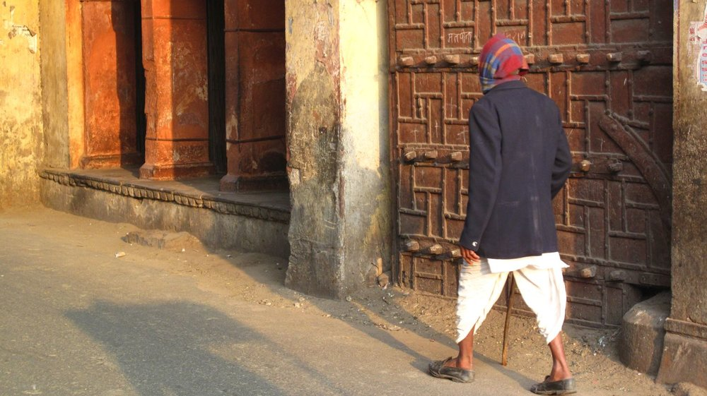 Jaipur | Rajasthan | Pink city | City Palace door | Sunset on Indian man |©sandrine cohen