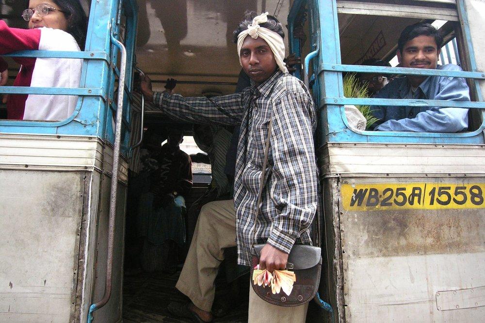 Kolkata - Calcutta   Bus Kolkata   streetphotography sandrine cohen