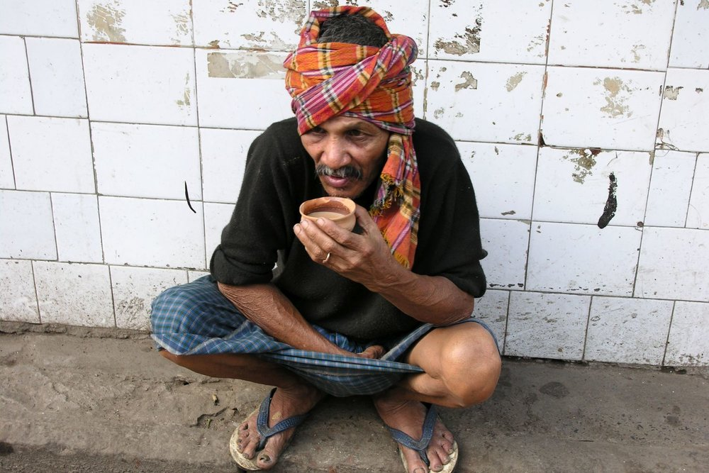 Kolkata - Calcutta   Bengali men drinking chai   Street food   ©sandrine cohen