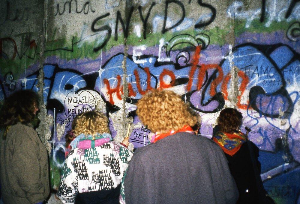 Berlin 2 | The wall | 8 december 1986 when the Berlin wall felling | The first street art | photo sandrine cohen