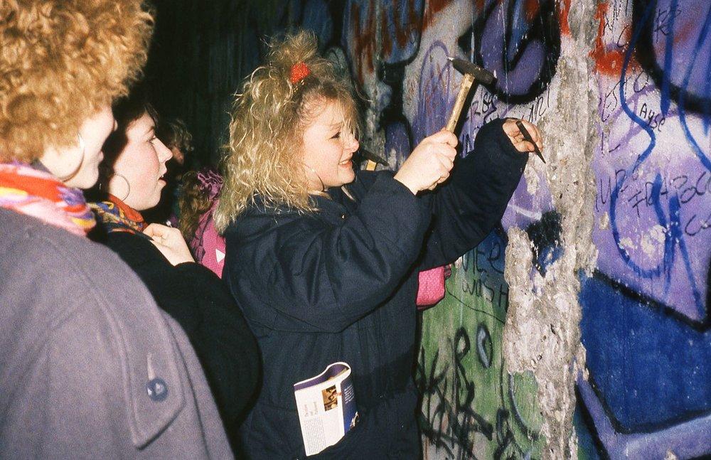Berlin, the wall  3 | 8 december 1986 when the Berlin wall felling | The first street art | photo sandrine cohen