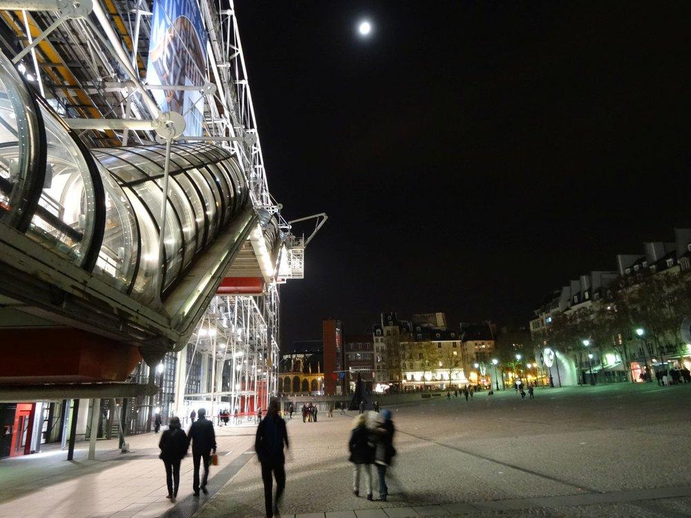 Paris | Centre Pompidou sous la lune | Moon on Pompidou Center | photo sandrine cohen