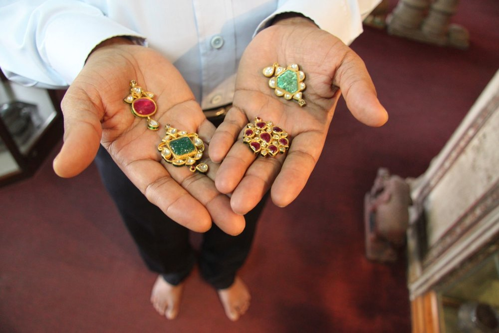 Jaipur   Royal Gems and Arts 9   Haveli of the 17th century   Jewelery and antique   Jeweler of royal Rajasthan families   Santi Choudary owner with preciaux stones  Photo sandrine cohen