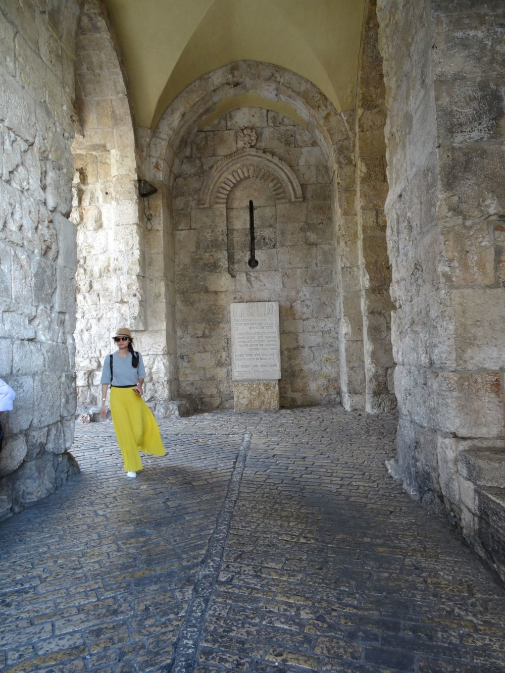 Jerusalem old city | Woman with yellow skirt | photo sandrine cohen