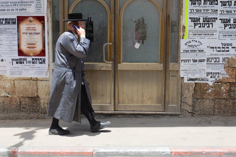 Jerusalem | Mea shearim district | Orthodox jew calling | photo sandrine cohen