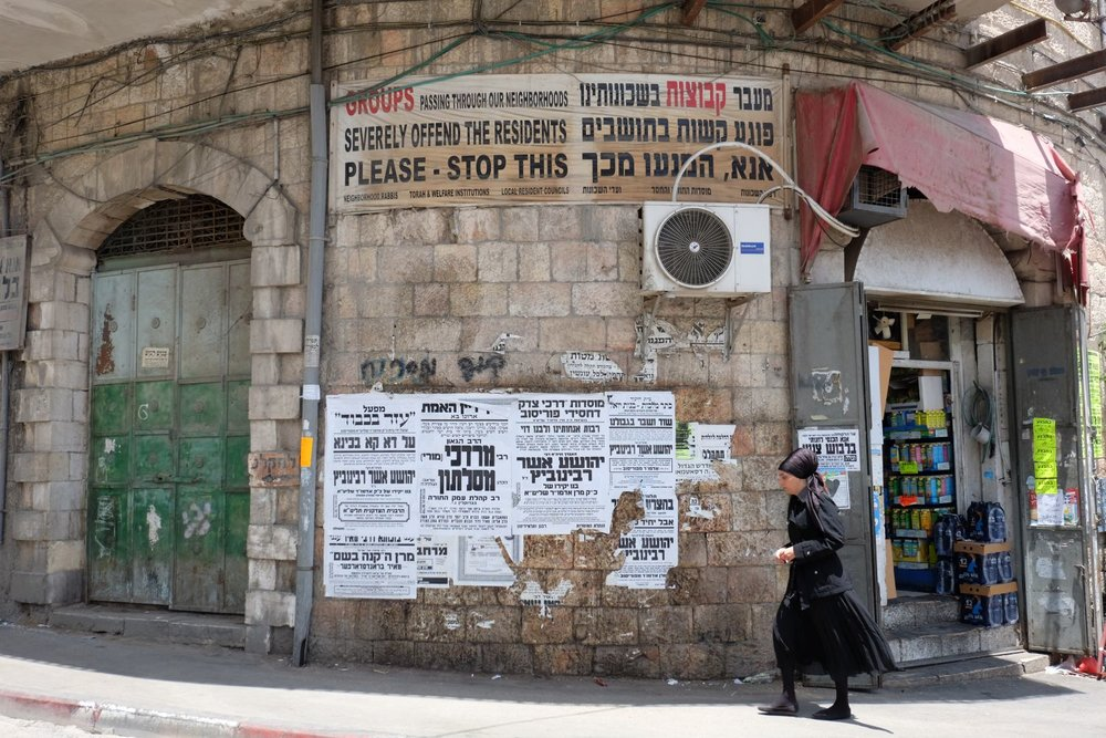 Jerusalem | Mea shearim district | Entrance with prohibition sign | photo sandrine cohen