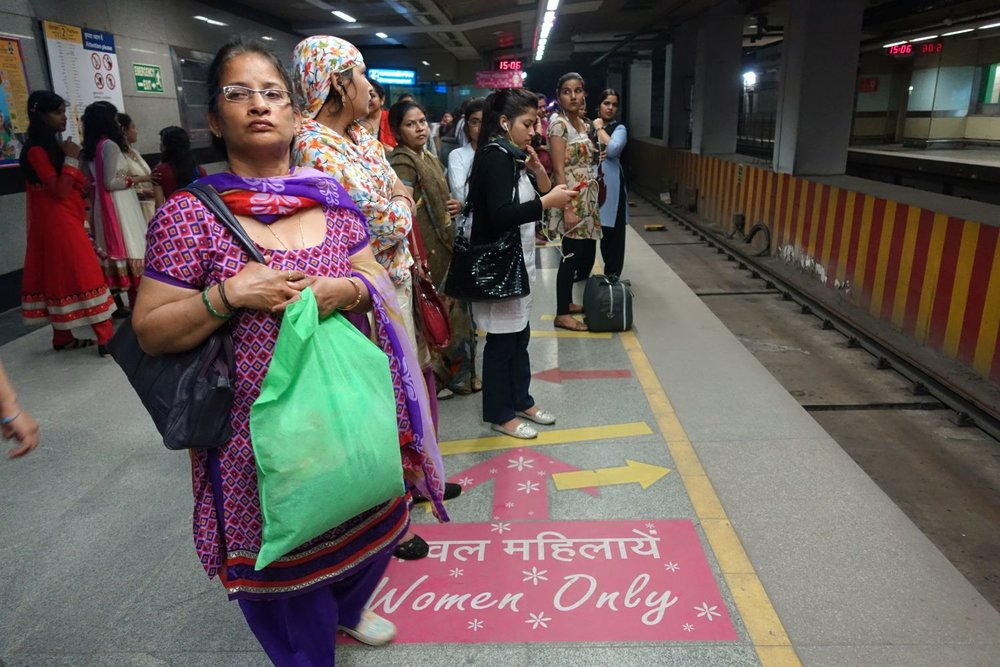 Delhi | Metro Delhi | women waiting for the women only wagon | ©sandrine cohen