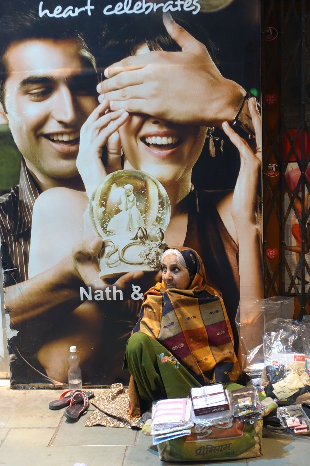 Delhi | cosmetic advertising and homeless | ©sandrine cohen