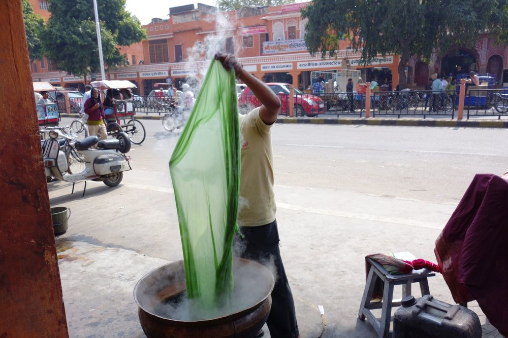 Jaipur | Pink city | Rajasthan | Indian man dying the tissues with green color | ©sandrine cohen