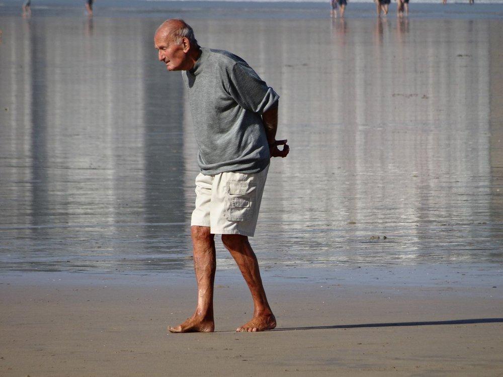 Basque coast | Old man on the beach | photo sandrine cohen