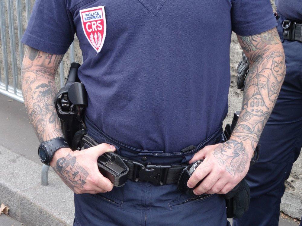 Paris | CRS tatoué | CRS tatoos | Tattooed policeman | Photo sandrine cohenn