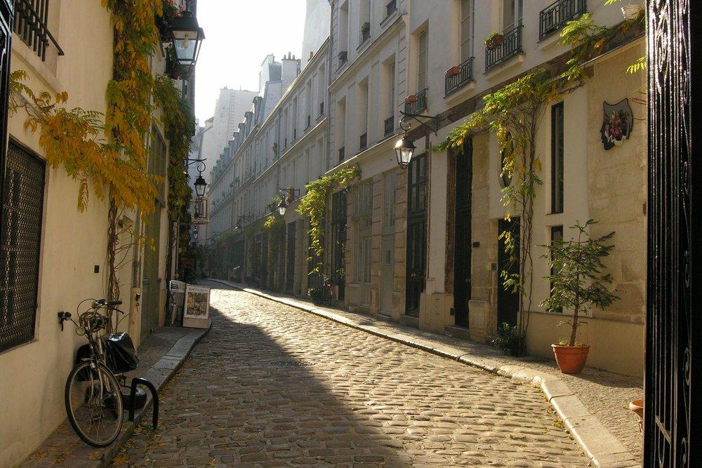 Vieux quartier de Paris | Passage avec vieilles maisons dans le 11e arrondissement | photo sandrine cohen