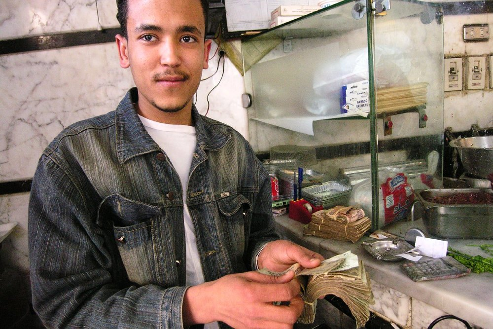 Alexandria | Kebab restaurant | Man with money | ©sandrine cohen