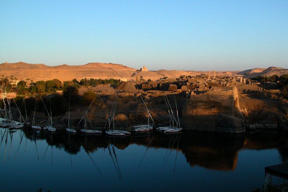 Aswan  Sunset on the Nile  Elephantine Isle  Tomb Aga Khan  ©sandrine cohen