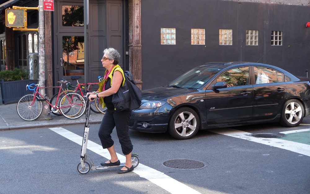 New York | Woman on a trottinette | photo sandrine cohen