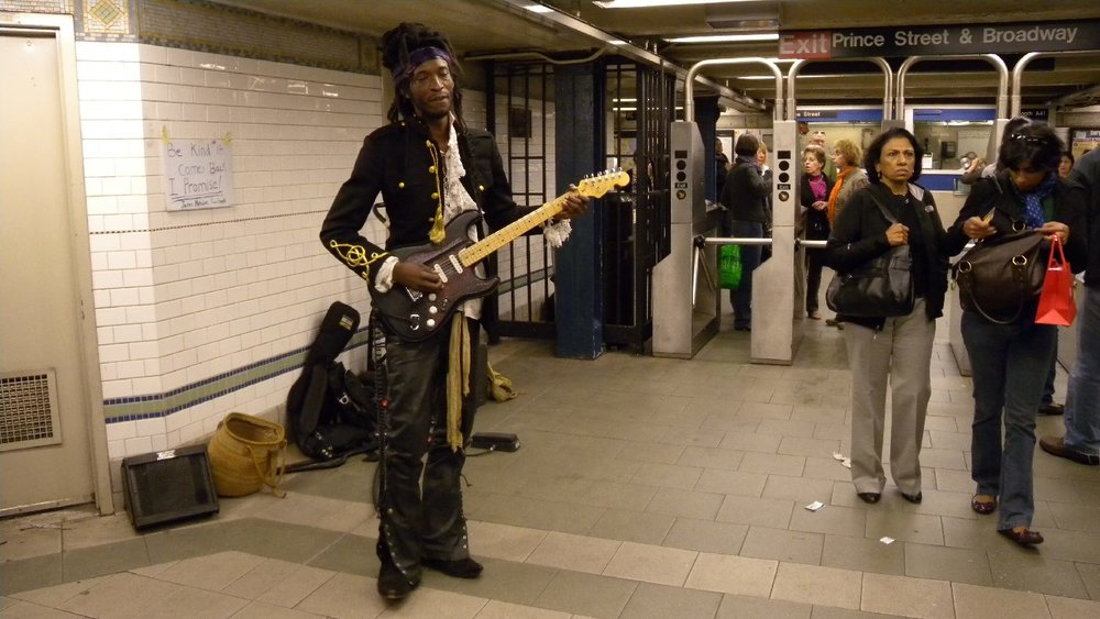 New York subway | The Prince look-alike at Prince station | Photo sandrine cohen