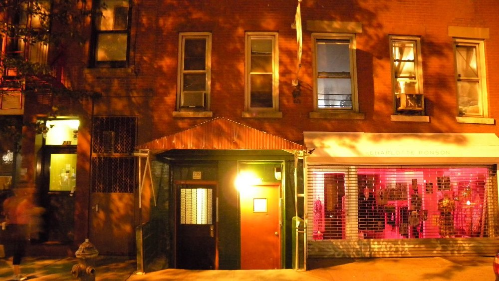 New York | Pink house at night | SoHo | photo sandrine cohen