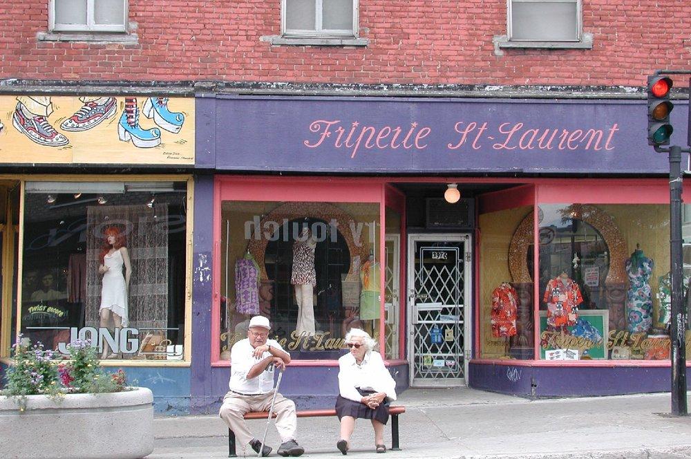Montreal | Saint-Laurent | Friperie sur Saint-Laurent | streetphotography sandrine cohen