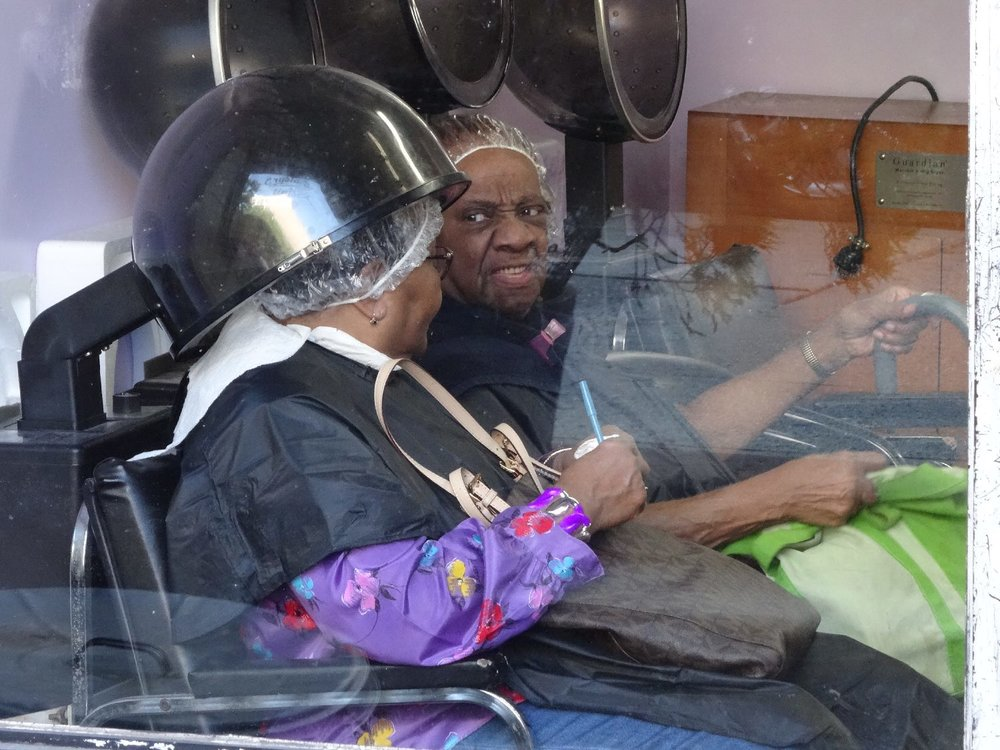 Harlem | Black women at the hairdresser | photo sandrine cohen