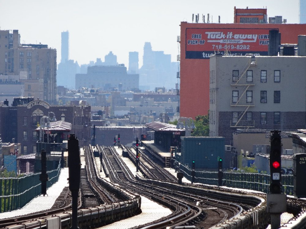Manhattan view from Bronx | Subway station in the Bronx | photo sandrine cohen