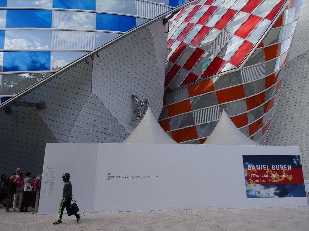 Fondation Louis Vuitton Paris | David Buren colors | Franck Gehry architect designer | Robot man like Daft Punk | photo sandrine cohen |