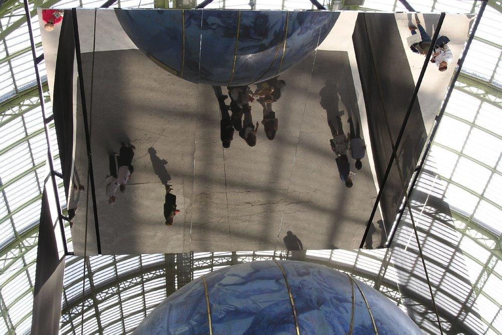Le Grand Palais | Paris 2005 | Mirror and Globes de Corenelli | photo sandrine cohen