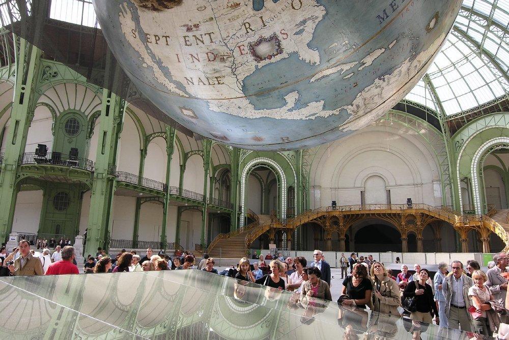 Le Grand Palais Paris 2005 | Mirror under Globes de Coronelli | photo sandrine cohen