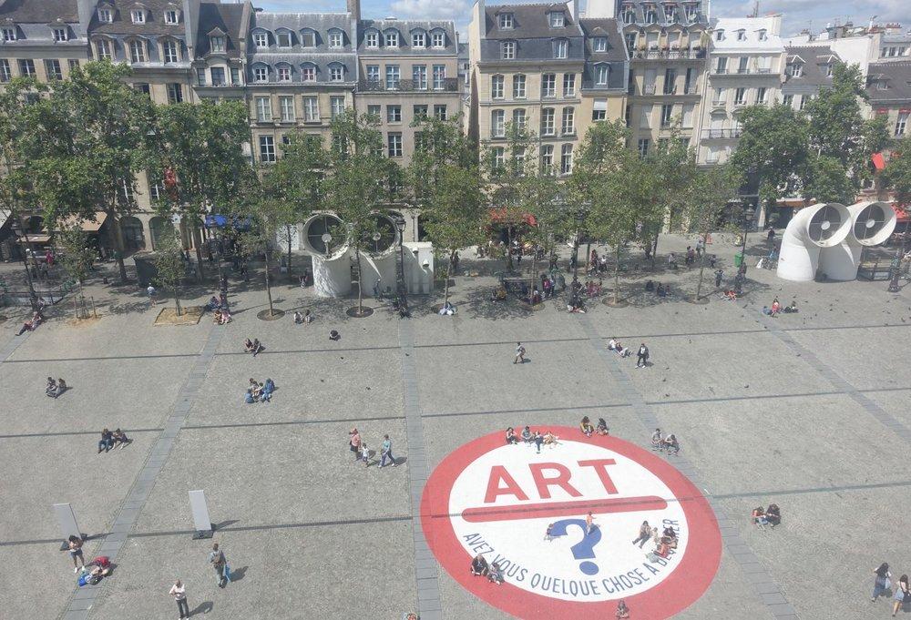Centre Pompidou Paris  | Art  | Avez-vous quelque chose à déclarer | Place Georges Pompidou | streetphotography | rue saint-martin | photo sandrine cohen|