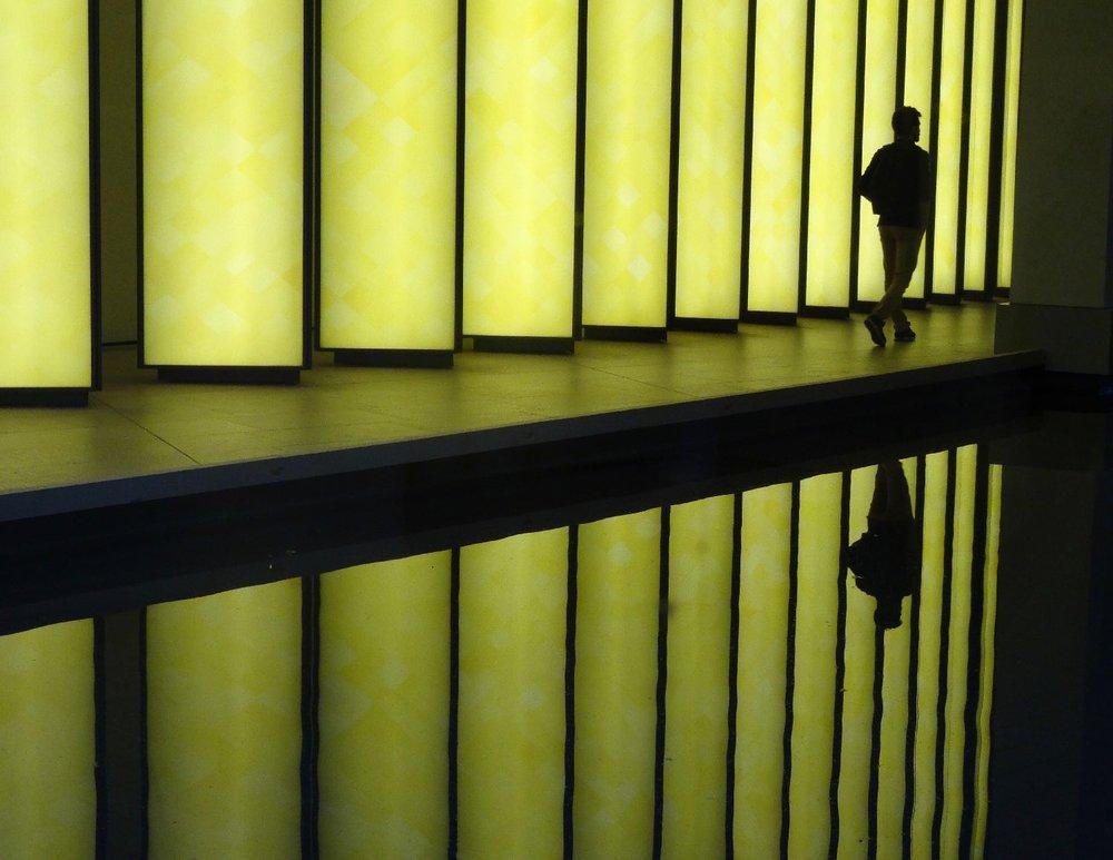 Fondation Louis Vuitton Paris | Reflection man | Inside the Horizon 3 | Olafur Eliasson | Yellow Grotto | photo sandrine cohen