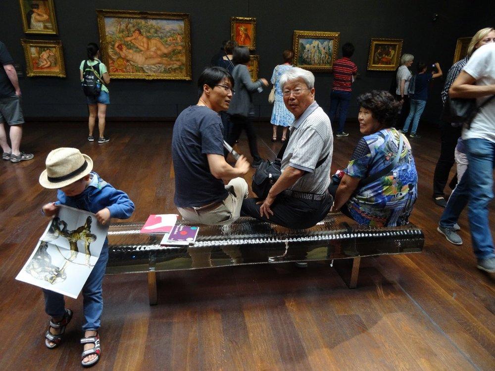 L'enfant au chapeau et le groupe de Chinois | Musée d'Orsay Paris | photo sandrine cohen