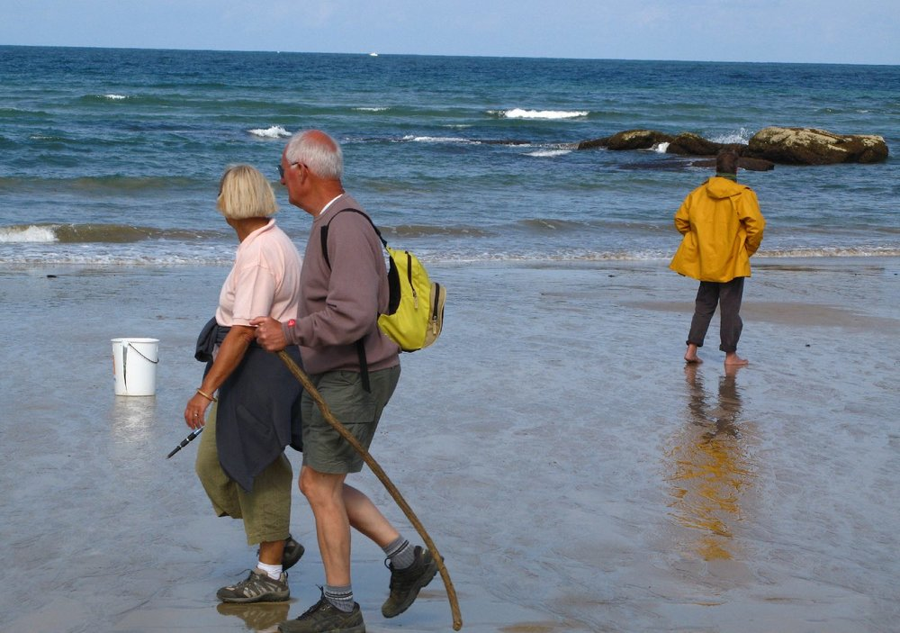 Hendaye Beach | Walkers and fisherman | photo sandrine cohen