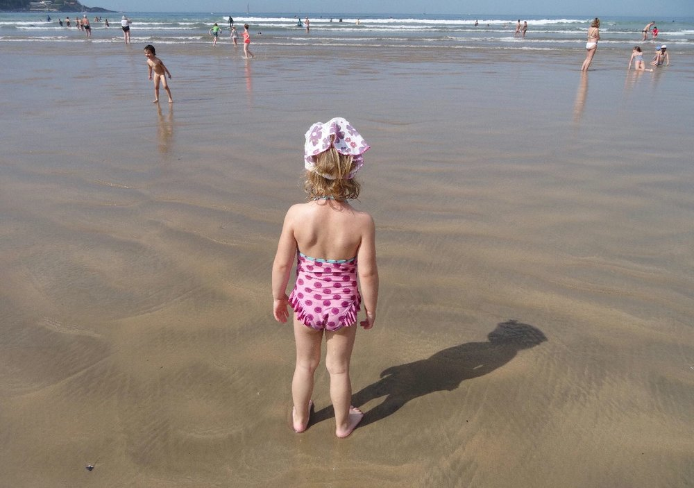Pink child on the beach | France | Scene of daily life | photo sandrine cohen