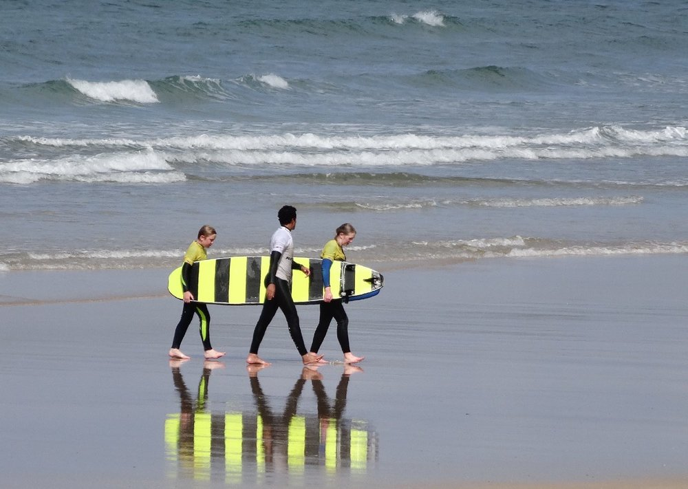 Hendaye Plage | Côte basque | Yellow and black surfboards | photo sandrine cohen