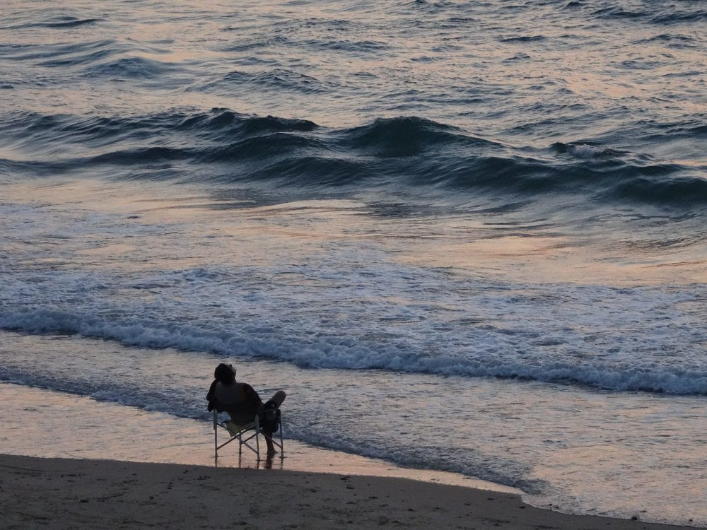 Jaffa | Man sitting on the beach in the evening | Photo sandrine cohen
