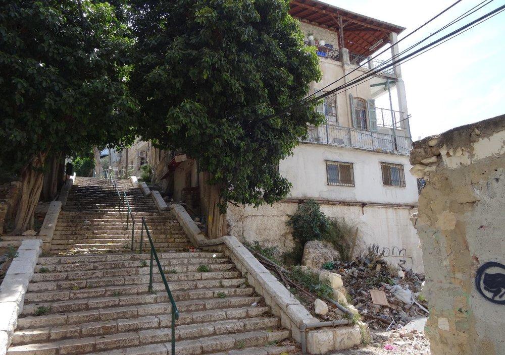 Haifa | stairs and old house | photo sandrine cohen