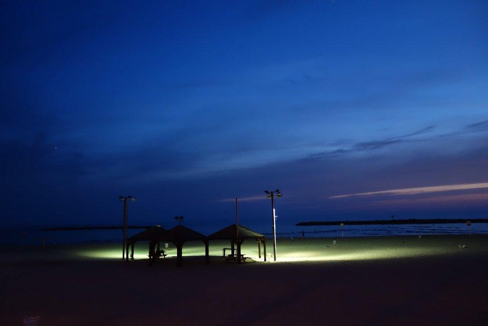 Tel-Aviv | Green light in the beach at night | photo sandrine cohen