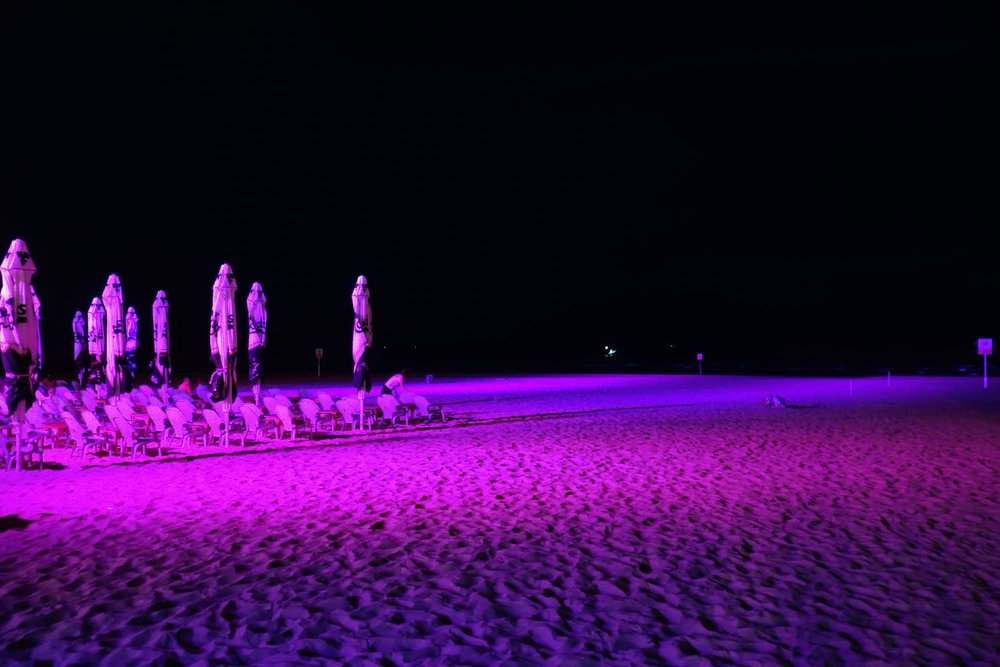 Tel-Aviv | Pink lights on the beach and parasols |©sandrine cohen