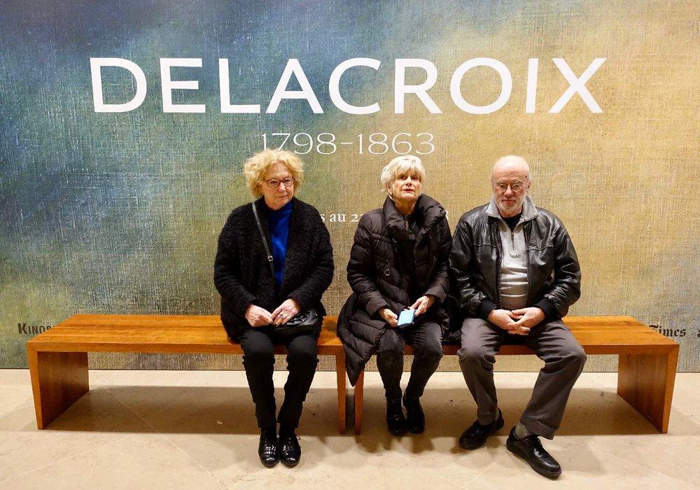 Delacroix | Visitors on a bench | Pyramide du Louvre | Le Louvre Paris | photo sandrine cohen