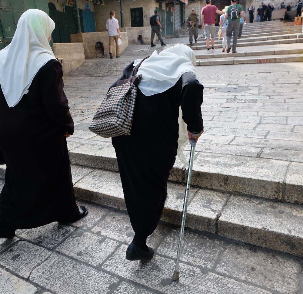 Jerusalem old city | Palestinian women black and white | photo sandrine cohen