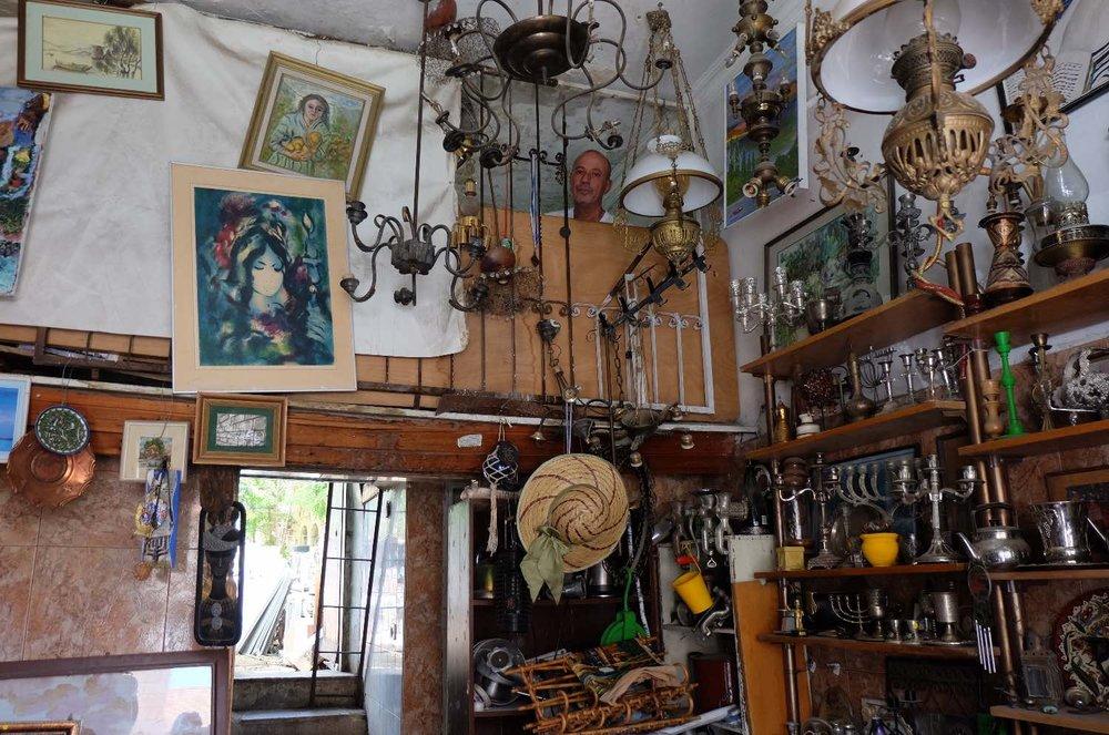 Jerusalem | Antique shop with antiquarian head | photo sandrine cohen
