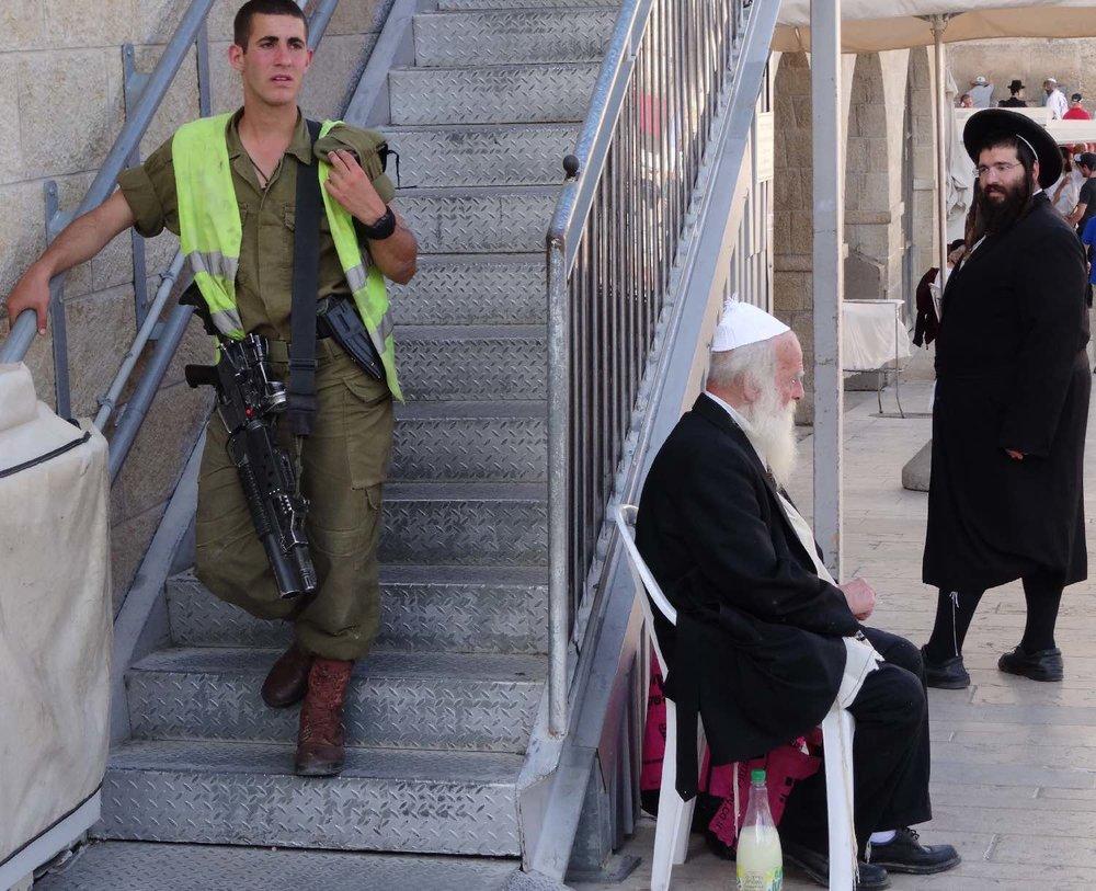 Jerusalem old city | Military man, rabbin and orthodoxe jew at the wailing wall | photo sandrine cohen