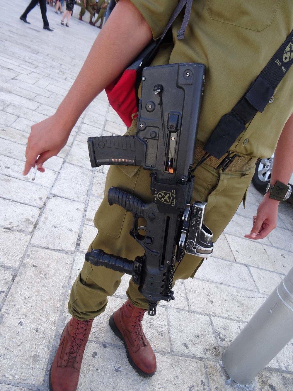 Jerusalem old city | Israeli army | Machine gun | photo sandrine cohen