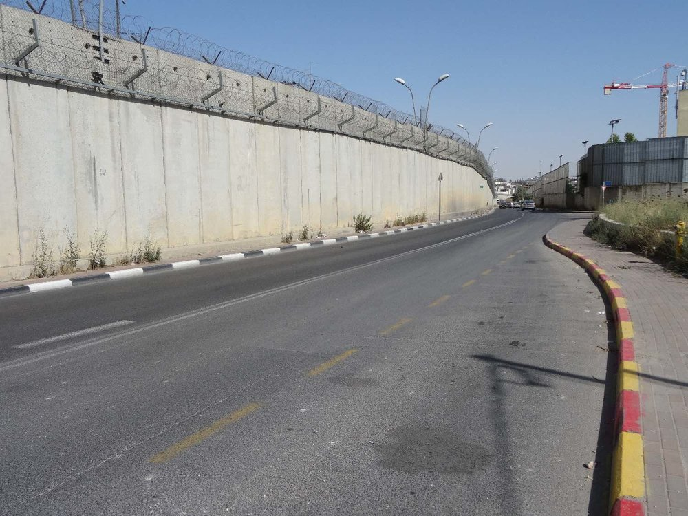 Jerusalem East | The wall at Jerusalem 2 | On the road | photo sandrine cohen