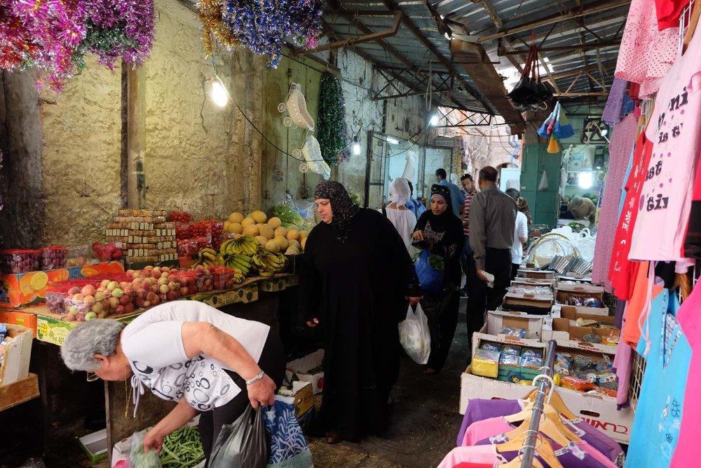 Jerusalem old city | Muslim women and clothes shop | photo sandrine cohen