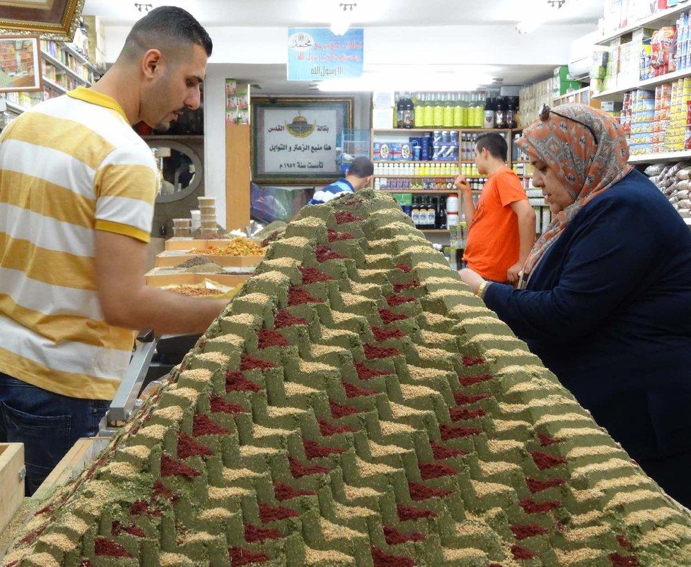 Jerusalem old city | Spices shop 2 | Pyramid spices | Muslin aera | photo sandrine cohen
