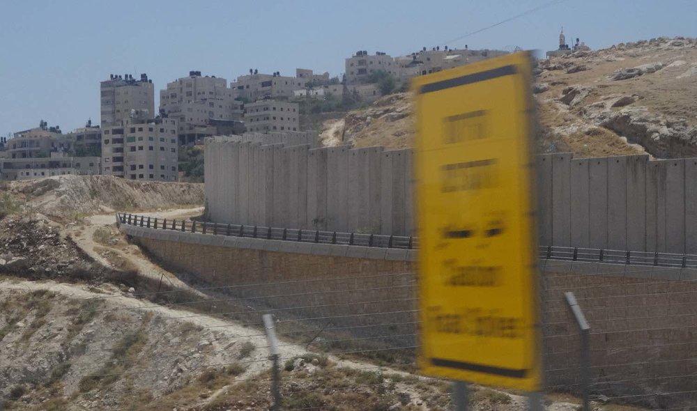 Jerusalem East | The wall at Jerusalem Jerusalem | The wall at Jerusalem | Colony construction | photo sandrine cohen| photo sandrine cohen