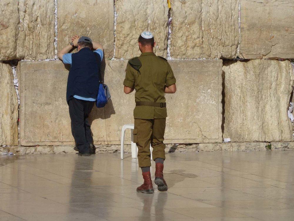Jerusalem old city | Military man on the wailing wall | photo sandrine cohen
